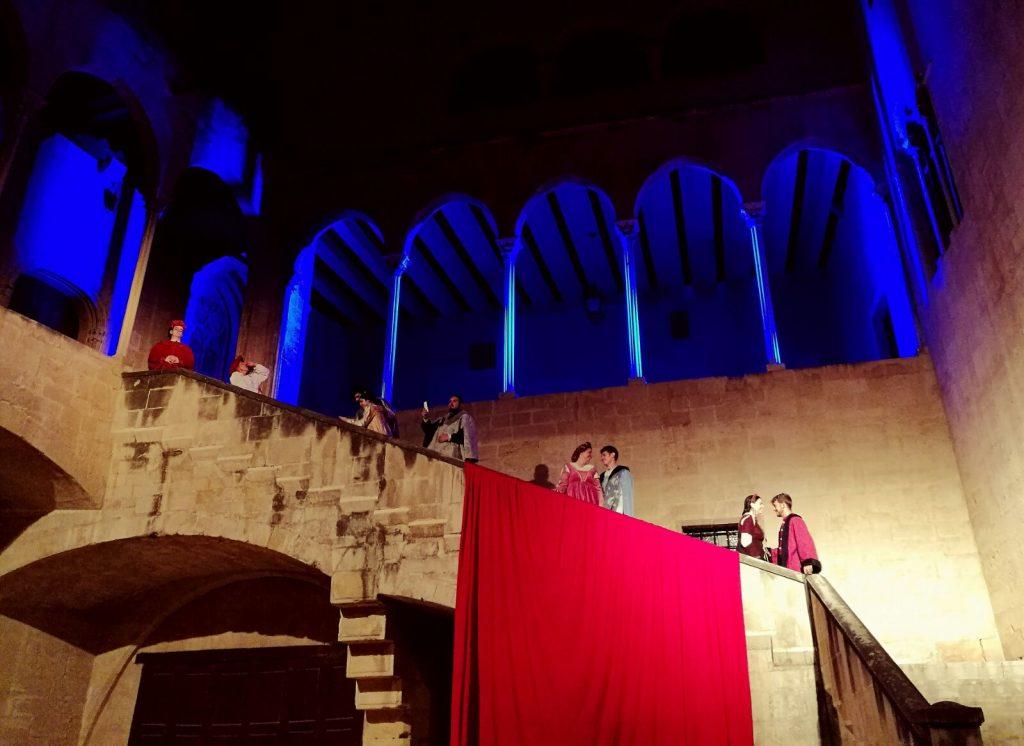 Tots els actors d'El Mercader de Venècia, al Palau Episcopal de Tortosa