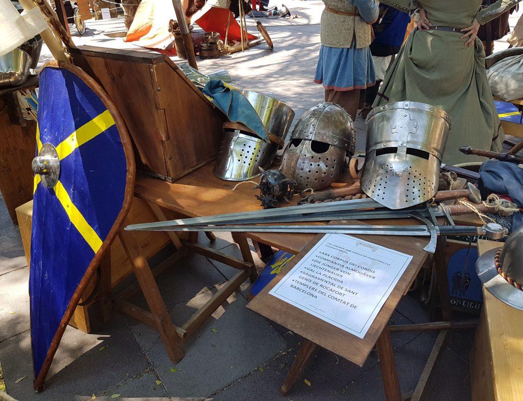 Armes i armadures de recreació història al Museu d'Història de Catalunya