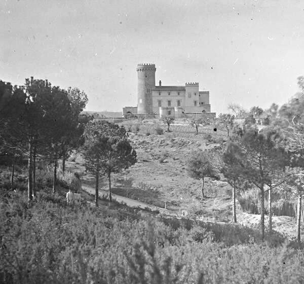 La Torre Salvana ens observa del seu passat ençà