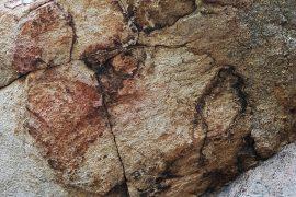 Restes de pintures rupestres a prop de Can Gol I i la Roca Foradada