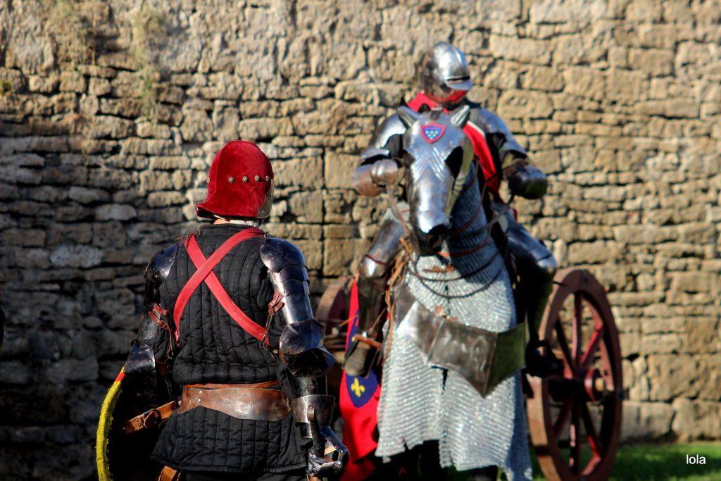 El condotier Nicolàs de Campobasso juntament amb Joan de Lorena i de Calàbria, fill de Renat d'Anjou. Fent els preparatius pel setge a Banyoles.