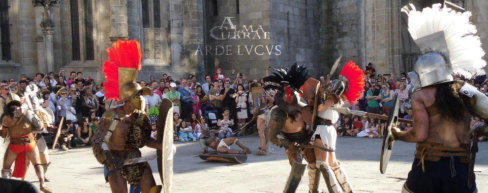 Alma Cubrae amb una recreació de gladiadors, Arde Lvcvs