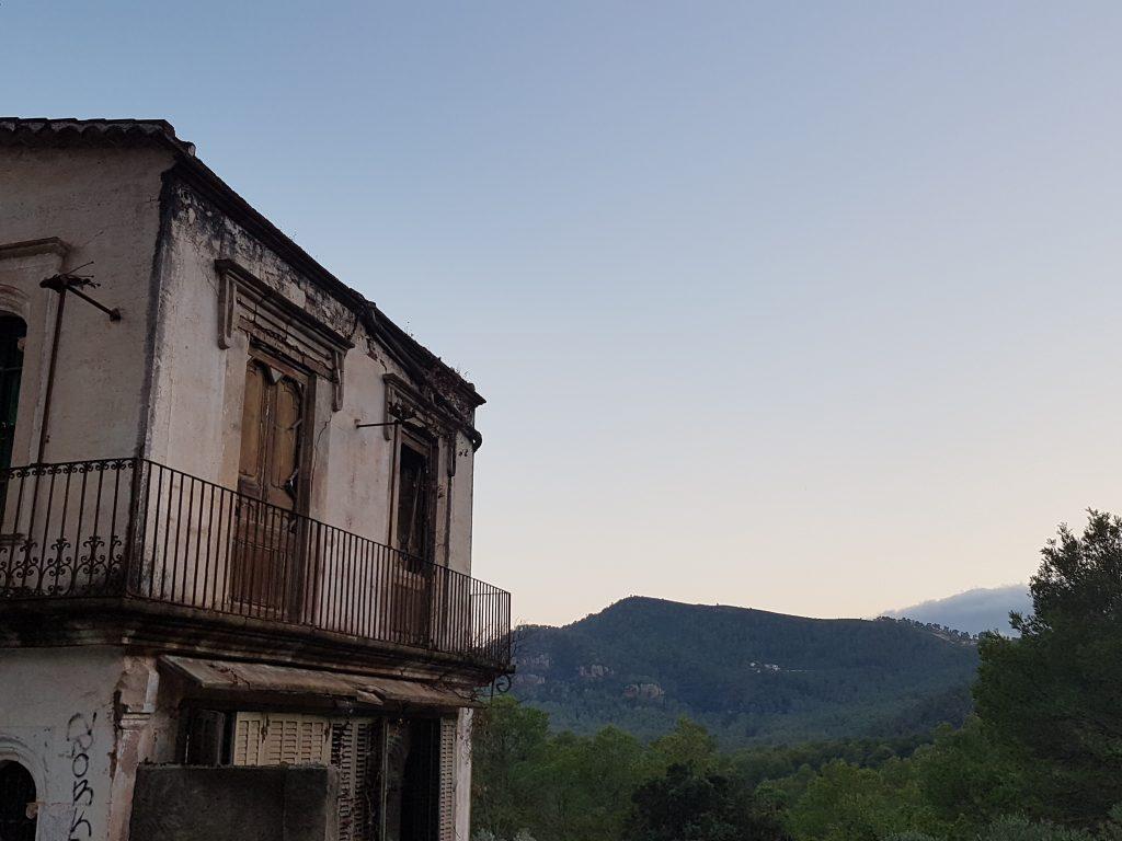 Vista del Mas amb la Vall al fons