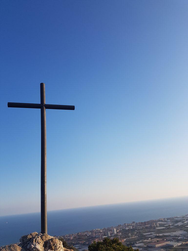 La Creu del Montcabrer ha patit incomptables desgràcies, naturals o provocades per la mà de l'home, durant la seva dilatada història de més de 500 anys