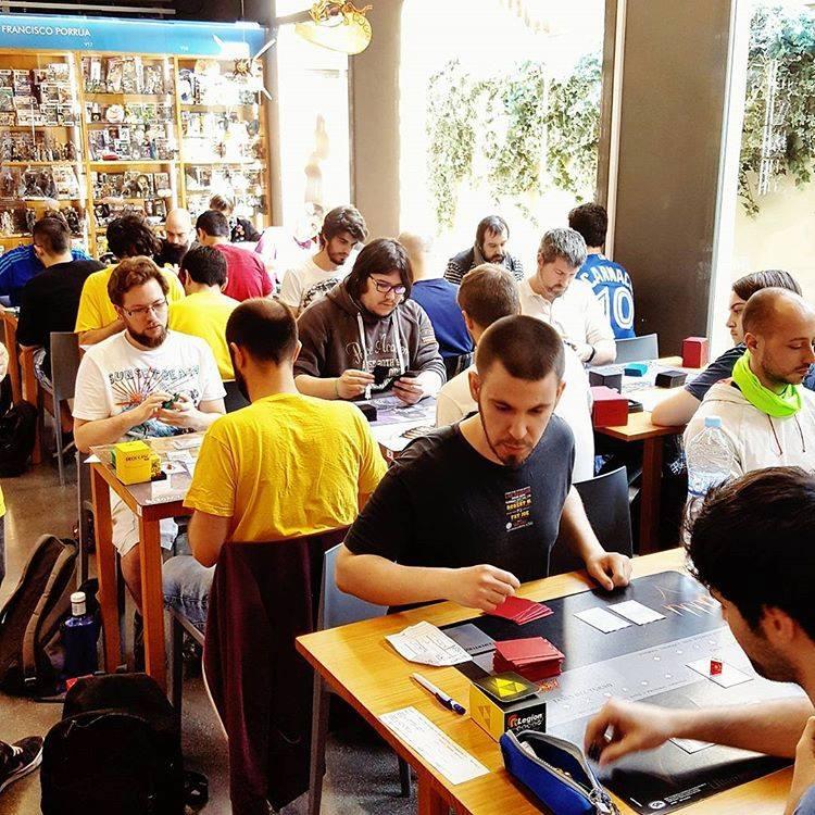 La llibreria Gigamesh també és un lloc de trobada de jugadors de Magic, jocs de taula i rol
