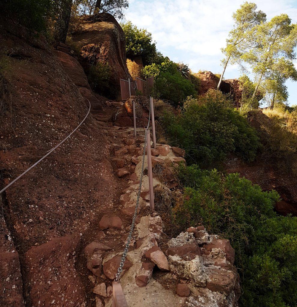 Antic camí que porta al recinte del castell