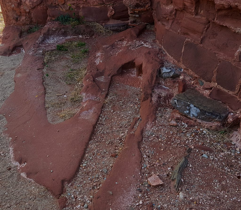 Algunes de les tombes que rodejen l'ermita