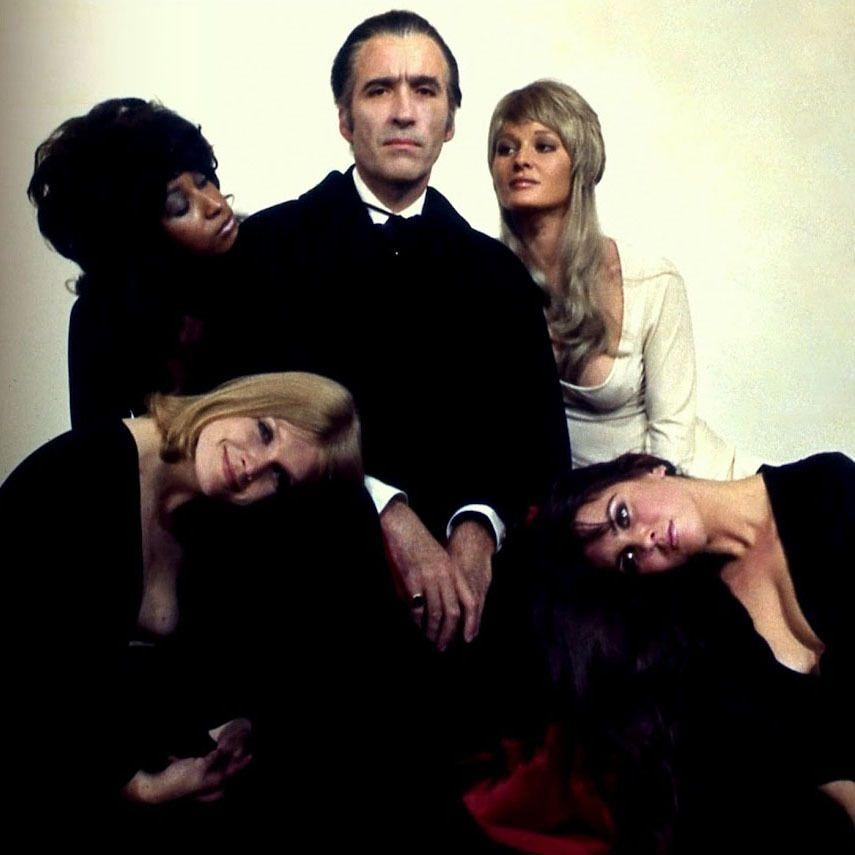 "Still de la pel·lícula ""Dracula 73"" (1972), d'Alan Gibson. En ell apareixen Caroline Munro, Christopher Lee, Janet Key, Marsha Hunt i Stephanie Beacham"